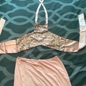 2 piece outfit. Skirt and halter top set